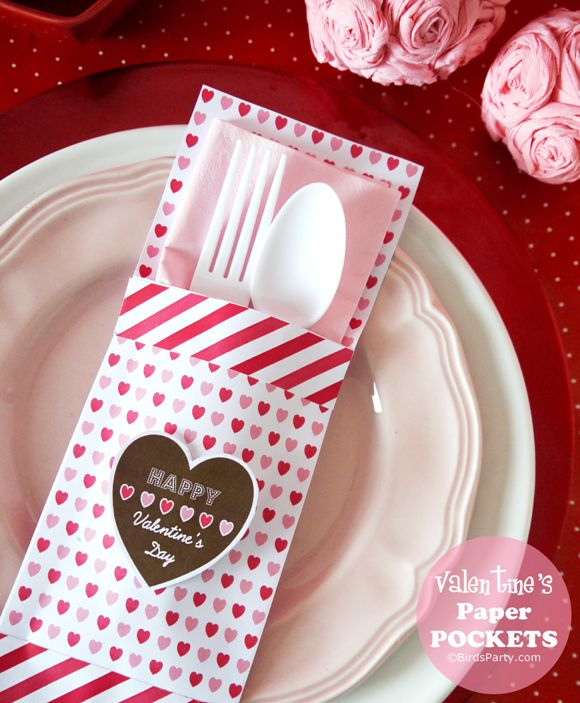 Do you have a special Valentine's Day meal? Try these Table Setting Ideas: DIY Paper Cutlery Pockets #valentinesday #valentinesdecorations #heart