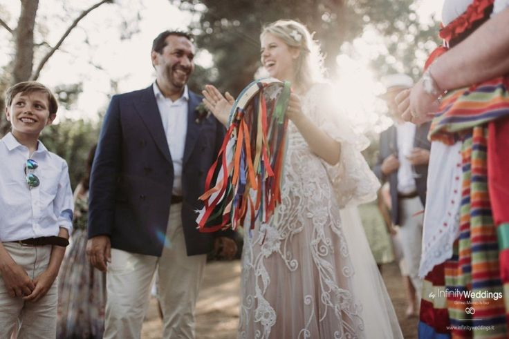 Capri, the famous & glam Italian island, is the perfect frame for an unforgettable Destination Wedding! #capri #destinationwedding #weddingplanner #weddinginitaly #tarantella #brideandgroom #weddingfun