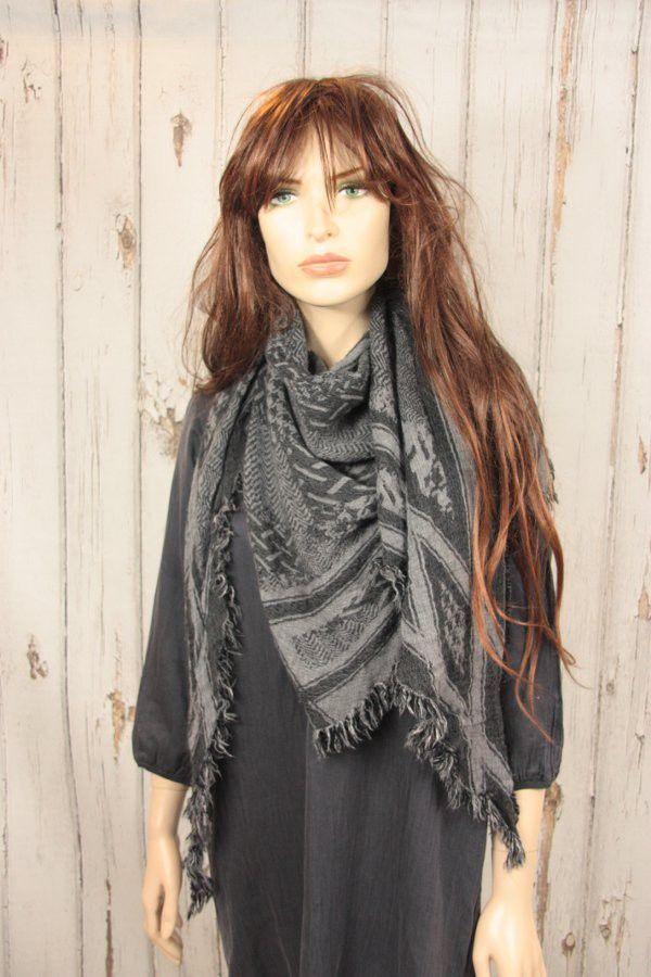 Tif-Tiffy shawl Cait arafat style black