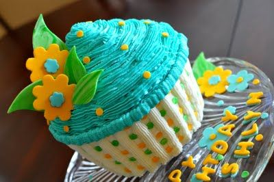 how to decorate a giant cupcake   ashlyn was very specific she wanted a giant cupcake as