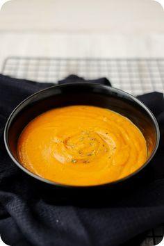 Frl. Moonstruck kocht!: Suppe aus ofengerösteten Zucchinis, Tomaten und Kürbis