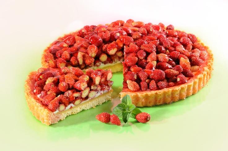 Szybki poziomkowiec. Kliknij w zdjęcie, aby poznać przepis. #ciasta #ciasto #desery #wypieki #cakes #cake #pastries #poziomkowe #poziomki #poziomka