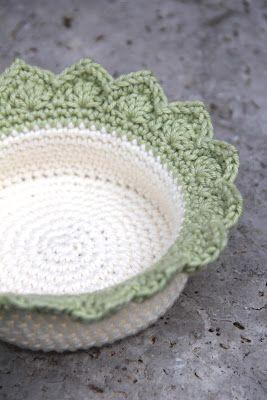 Edging for Crochet Baskets by Maaike from creJJtion - Free pattern