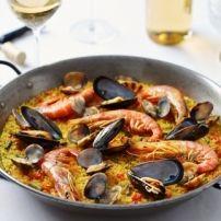 Traditionele paella. De paella die de dagarbeiders ooit als lunch bereidden boven een open vuur in de velden van Valencia.