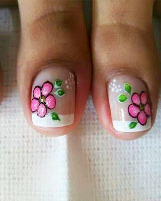 Uñas De Los Pies Decoradas Con Flores Y Mariposas