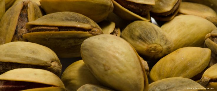 Baked pistachios with salt from Aegina