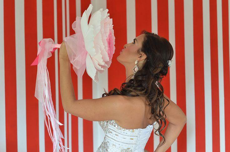 Bidermajer ANJA - prelepa mlada dama, na venčanju toga dana blistala je noseći glamelia unikatni bidermajer ANJA samo za nju stvaran :-) ♥