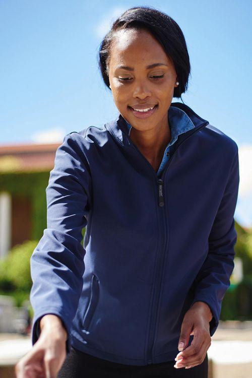 Jachetă Softshell damă imprimabilă Regatta Great Outdoors, perfectă pentru personalizare din 100% poliester ce permite o elasticitate mecanică, rezistentă la apă și vânt #jachete #softshell #personalizate #personalizare textile