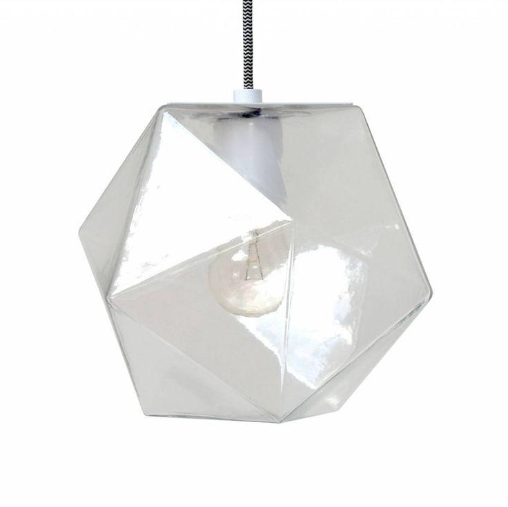 Hee, dit is weer 's wat anders! Een lampje met geometrische vormen van HK-living. Het hanglampje is gemaakt van transparant glas. Een lekker speels modelletje!