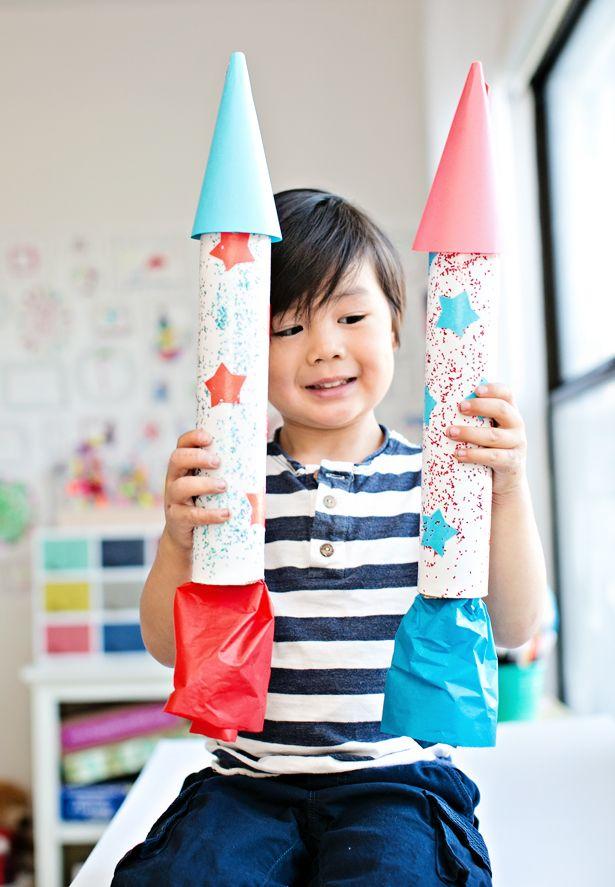 Children's DIY Cardboard Rocket - such a cute and easy craft for 4th of July! #DIY #cardboard #rocket