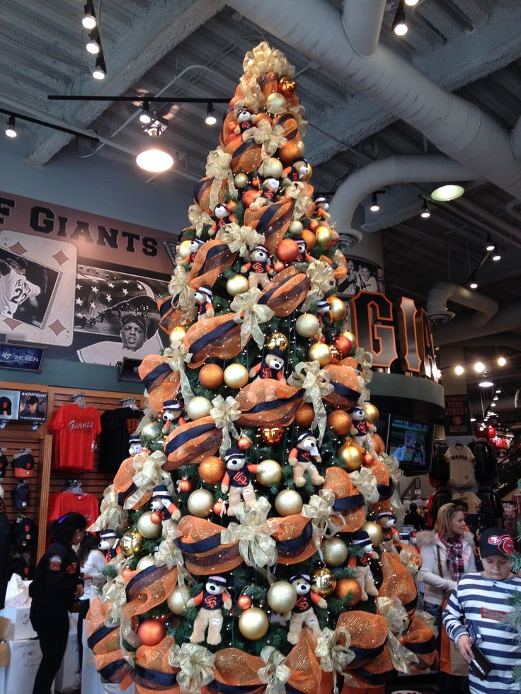 The SF Giants Dugout Store is ready for Christmas ~ 14 Nov 2013