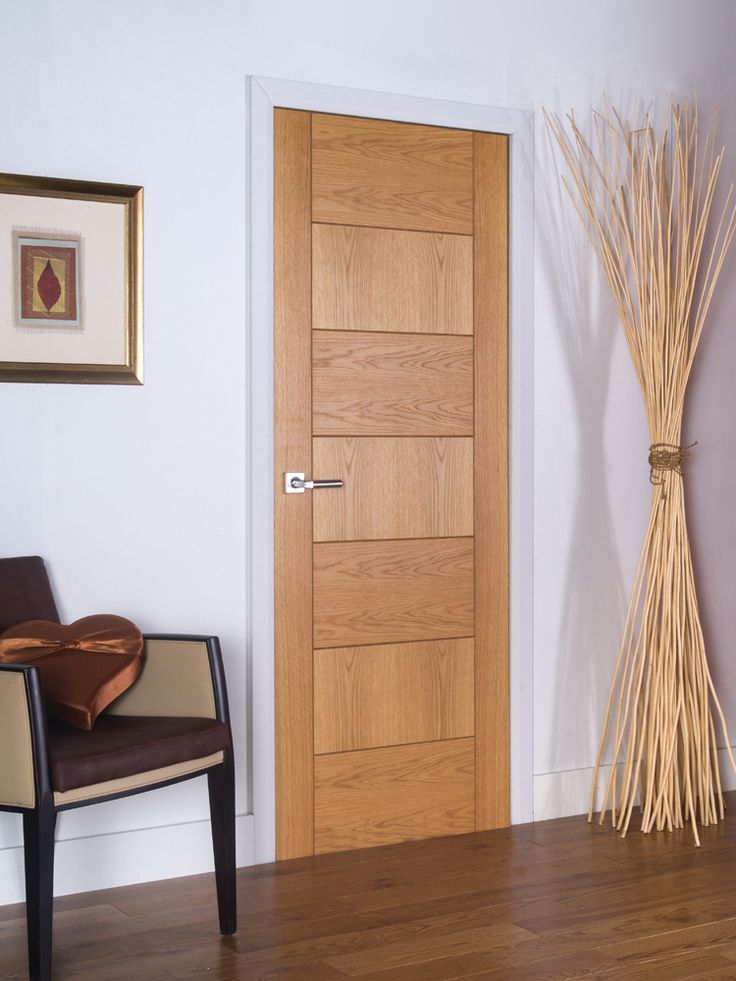 Brisa Sirocco - Contemporary grooved flush door with alternating horizontal and vertical veneers