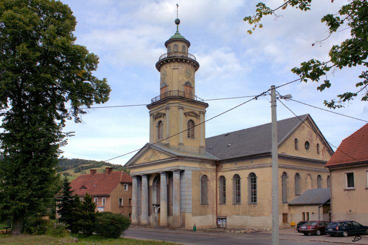 Głuszyca - Klasycystyczny kościół Królowej Korony Polskiej (1804-1809) / Gluszyca / Poland