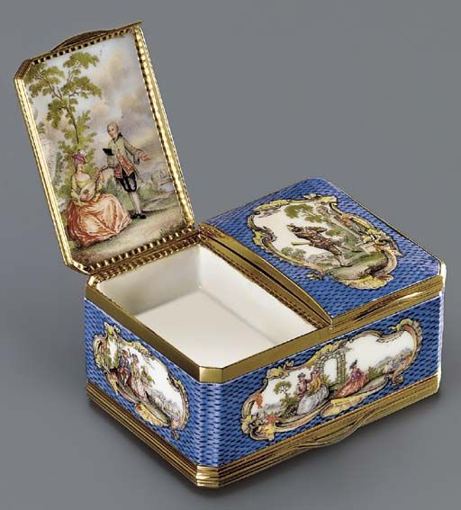 German Gold-Mounted Porcelain Tripple Snuff Box, Painted in the Manner of Watteau, 1750, used to belong to Baron Max von Goldschmidt-Rothschild (1843-1940).