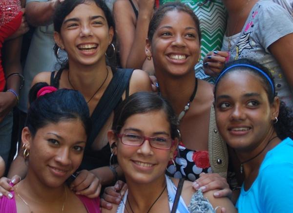 Mujeres de este tiempo: La Federación de Mujeres Cubanas celebra hoy sus 52 años. Sirva de homenaje el testimonio de dos jóvenes que, como otras muchas, sin dejar de beber de la savia de sus antecesoras, construyen sus espacios de participación