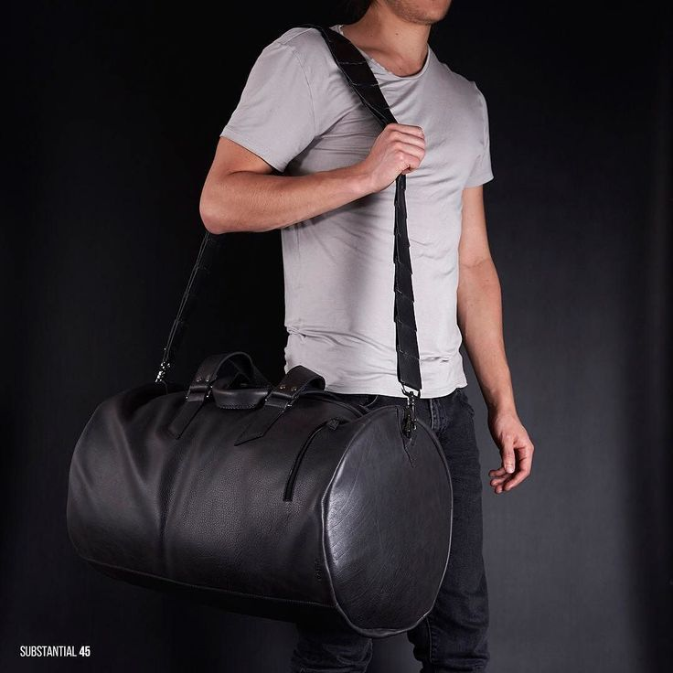 NEW SUBSTANTIAL DUFFLE BAG  The shape: The barrel dimensions were calculated using the divine proportion or golden ratio a mathematical and artistic proportion used by artist as Leonardo Da Vinci assuring your bag will always look fantastic.  Get yours at capraleather.com under the bags section.  #mens #mensfashion #autumn #vacations #lifestyle #leather #menstyle #leathergoods #travel #leatherbag  #leatherbag #dufflebag #duffle #brownleather #handbag #bags #fashionbags #bagslover