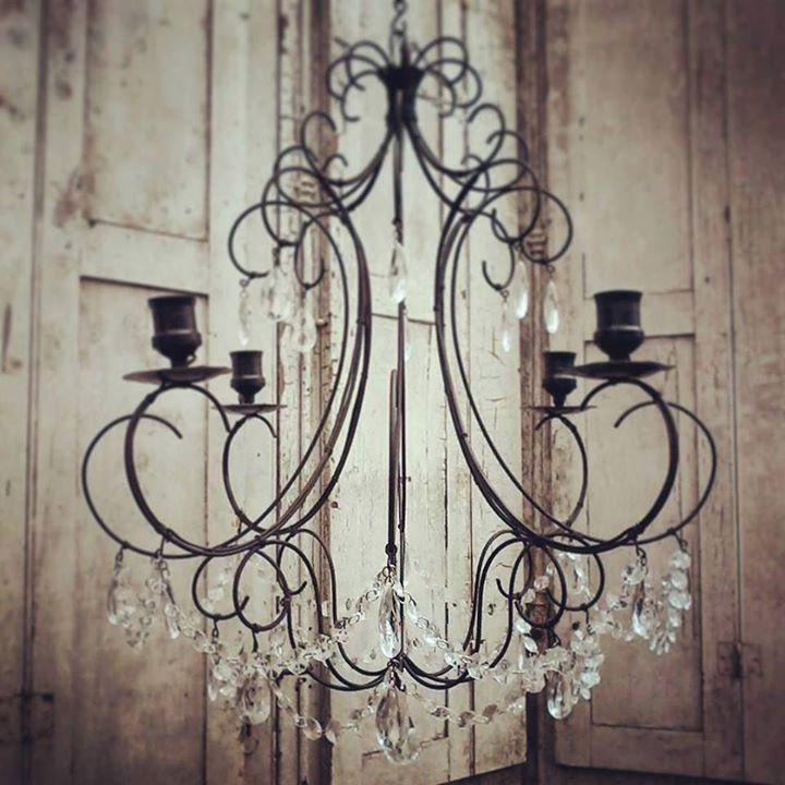 Lanzamiento nuevo modelo de araña de techo Diámetro de 65 cm completa con caireles gotas y perlas transparentes disponible en nuestro catalogo de iluminacion a partir de julio #ironlamp #chandeliers