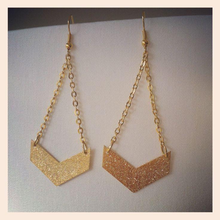 Boucles d'oreilles pendantes dorées 'ARROW' : Boucles d'oreille par bergamote-creations