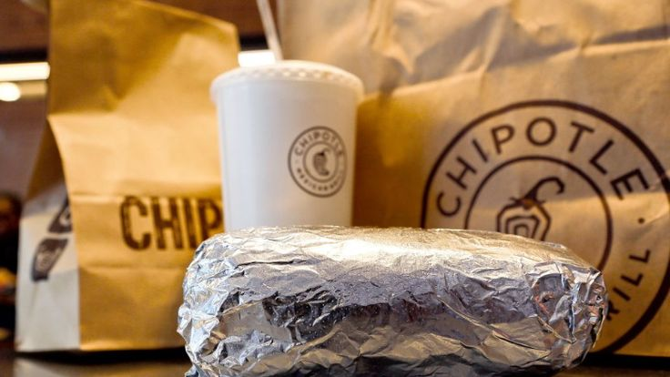 Chipotle co-CEO Steve Ells told CNNMoney that his restaurants are removing GMO ingredients from its food.