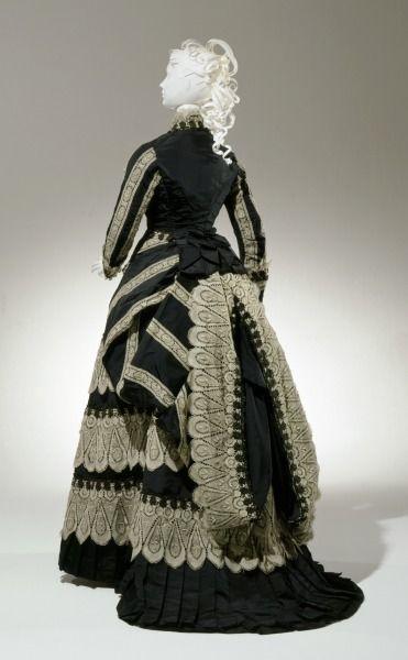 Afternoon dress, 1874-77From the Cincinnati Art Museum