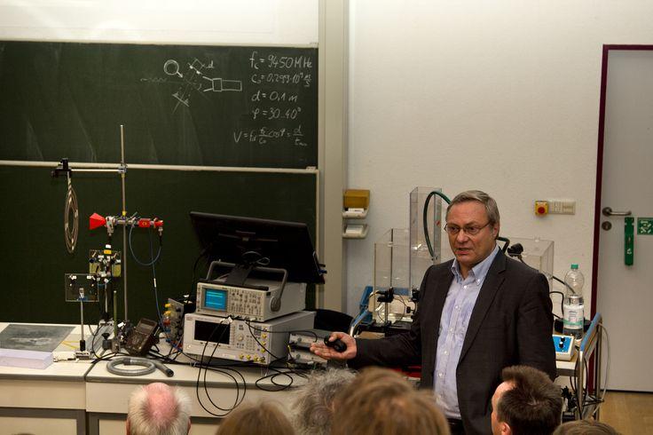 Experimentalvorlesung Effekte der Hochfrequenztechnik mit Prof. Detlef Schlayer