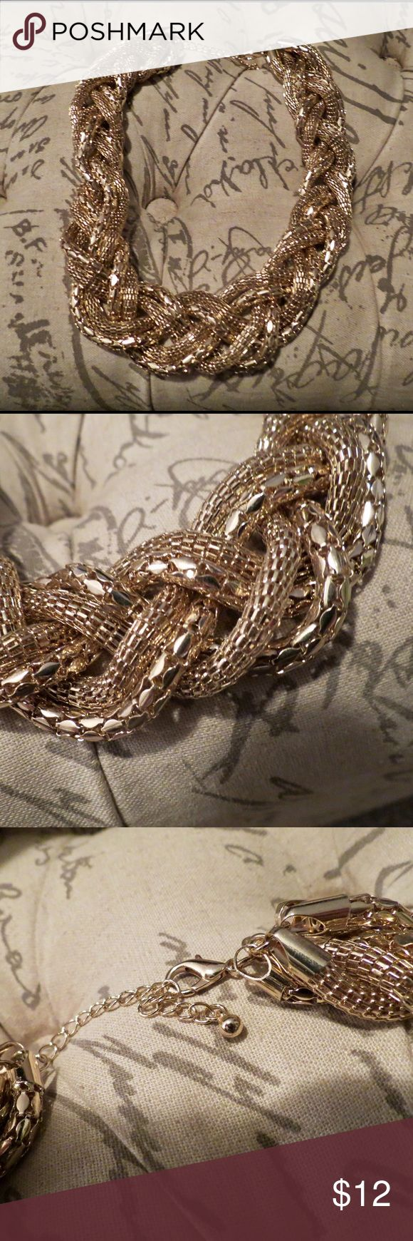 NWOT Zara Chunky Gold Necklace NWOT, never been worn! Zara Jewelry Necklaces