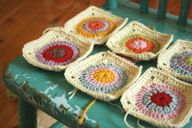 Crochet circle squares: Crochet Afghanblanketsthrow, Crochet Circles, Crochet Squares, Colors Combinations, Granny Squares, Circles Granny, Crochet Knits, Crochet Inspiration, Circles Squares