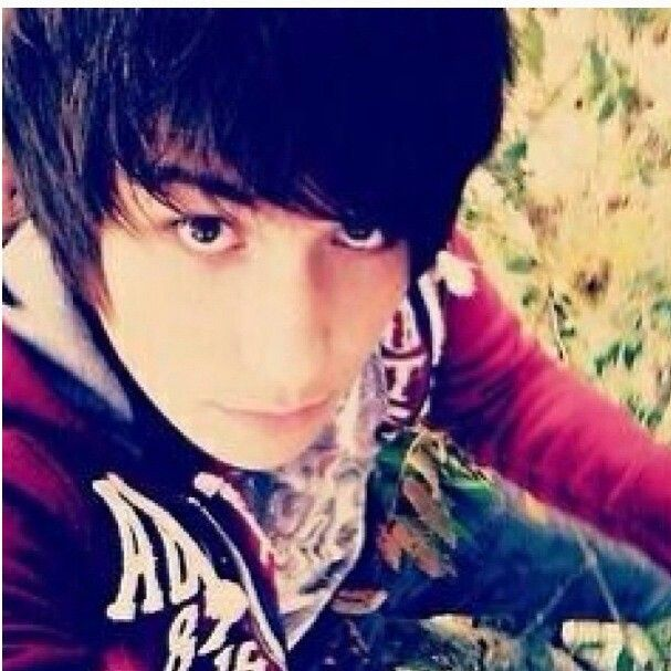 AGAIN I KEEP THINKING IT'S JUST A CUTE EMO BUT NOPE IT'S BABY DAN HOWELL