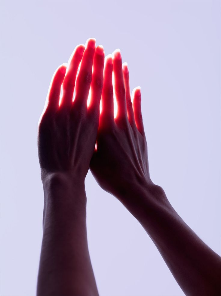 Soleil / Rouge / Transparence / Colors / Calme / Photographie / Sensible / Hands / Lights / Women / Féminine