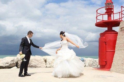 #red #white #dress #abitodasposa #love #amore #couplemarried #molo #sea #felicità #divertimento #fun #happy #smile #sorrisi #monicapallonifotografa #photographer #reportagedamatrimonio #mare
