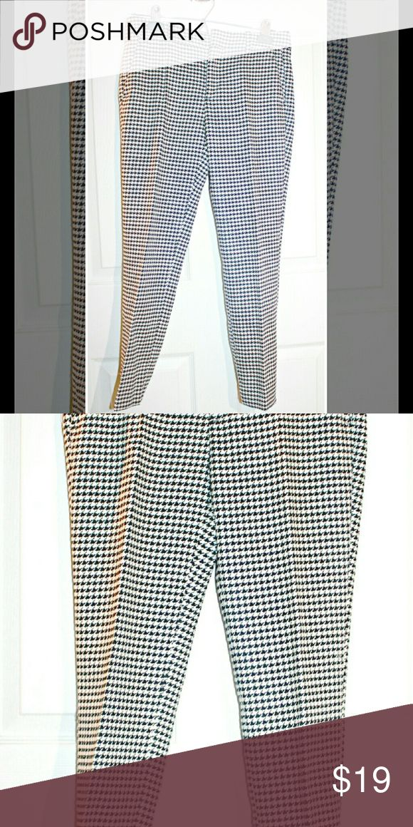Zara Black and White Slacks/Dress Pants These dress pants are in excellent condition and are fun way to spice up your look. Zara Pants Straight Leg