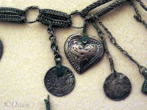 Close up photo of the heart-shaped pendant, Linnaniemi, Hämeenlinna hoard necklace