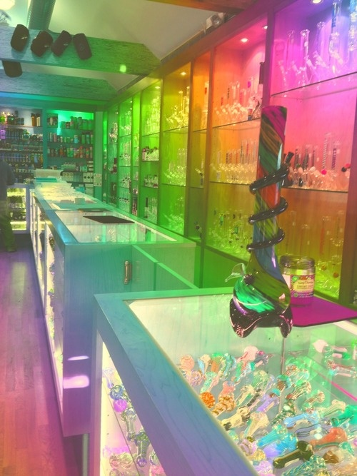 I want to work in the smoke shop called Smoke World in Rio Rancho  NM (I love the colored lights)