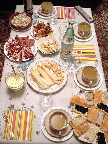 Plentiful Spanish Table !  Check Out This Great Spanish Food Blog >>