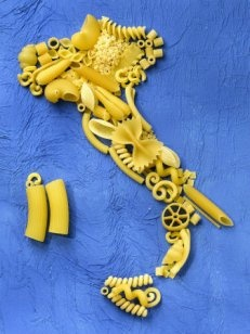 High cognitive effort. A map of Italy, made out of pasta. At first glance, it simply looks like a pile of pasta.