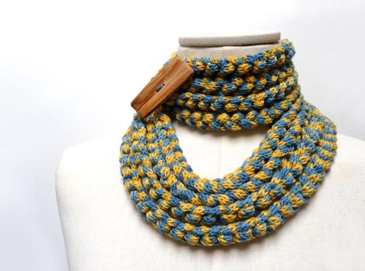 Sciarpa collana ad anello in lana blu e giallo di ixela su DaWanda.com