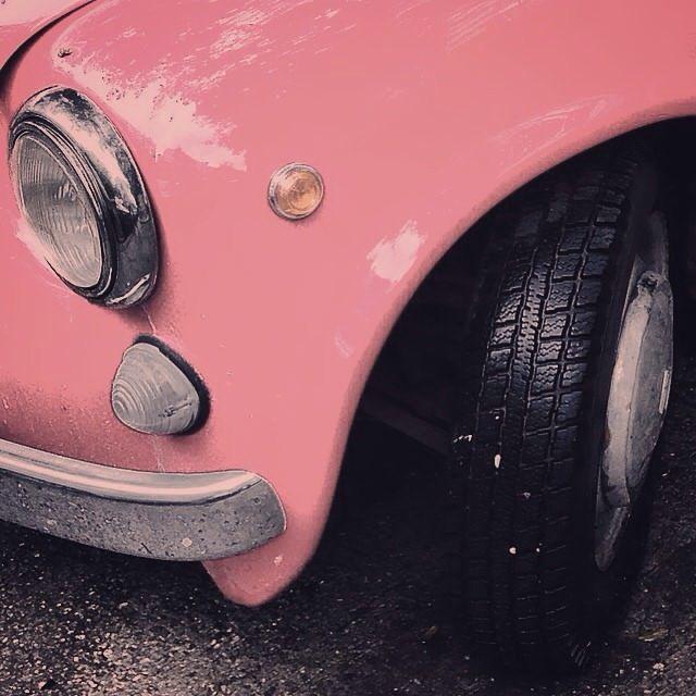 pink headlight detail
