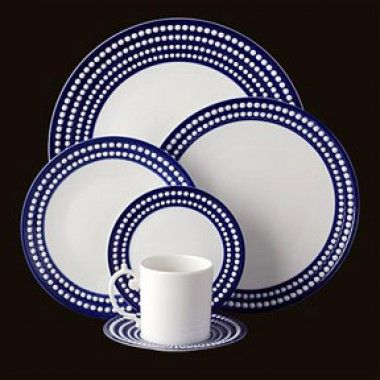 Gracious Style specializes in high end furnishings for your home, including fine linens, luxury dinnerware, and special gifts.