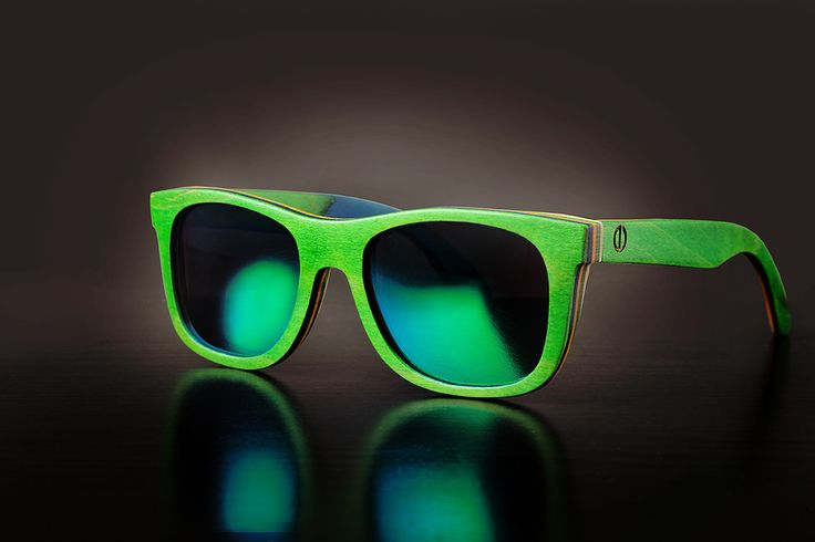 Green Bamboo Sunglasses - Polarized Lenses - 100% UV Filter - Category 3 - Bamboo Case and Protective Bag