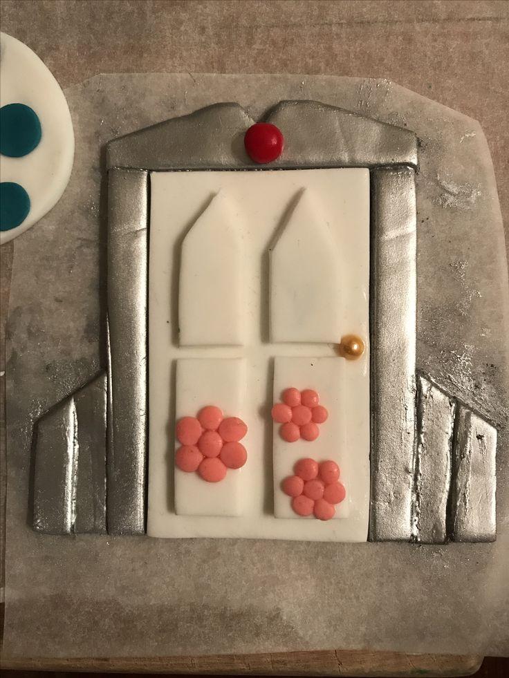 Fondant door, Monsters Inc cake topper