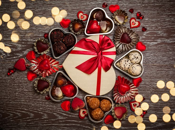 valentines_day_sweets_candy_chocolate_wood_planks_514013_1280x954