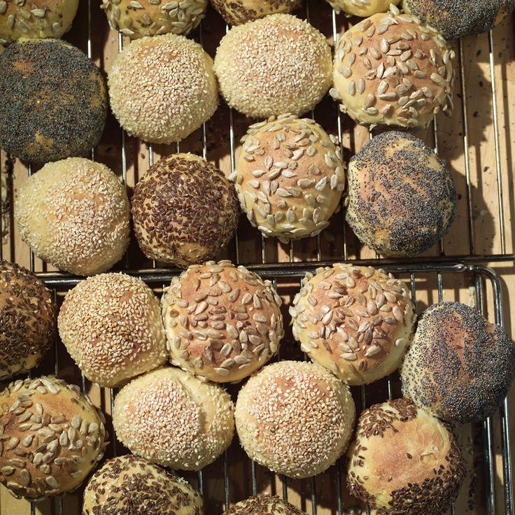 frorundstykker. / norvegian seed buns