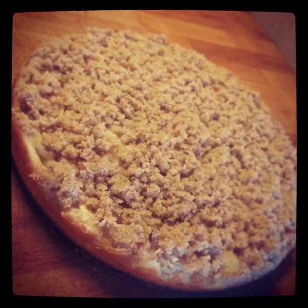 2/100cakes Jogurtový koláč s jablky a skořicovou drobenkou  http://www.apetitonline.cz/recepty/6279-jogurtovy-kolac-podle-sousedky-karoliny.html