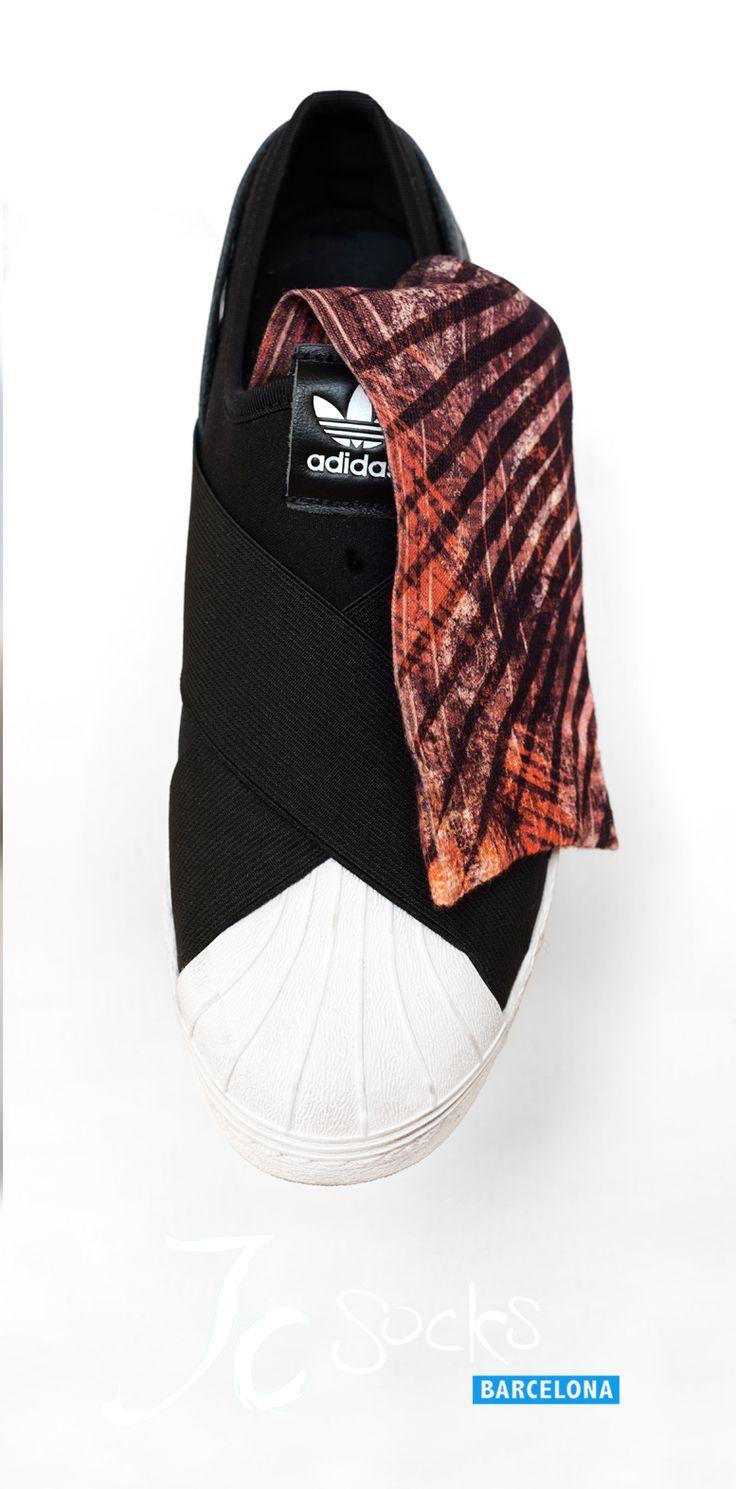 Calcetines altos colores estampados para mujer. Calcetines originales. Shop online www.jcsocksbarcelona.com