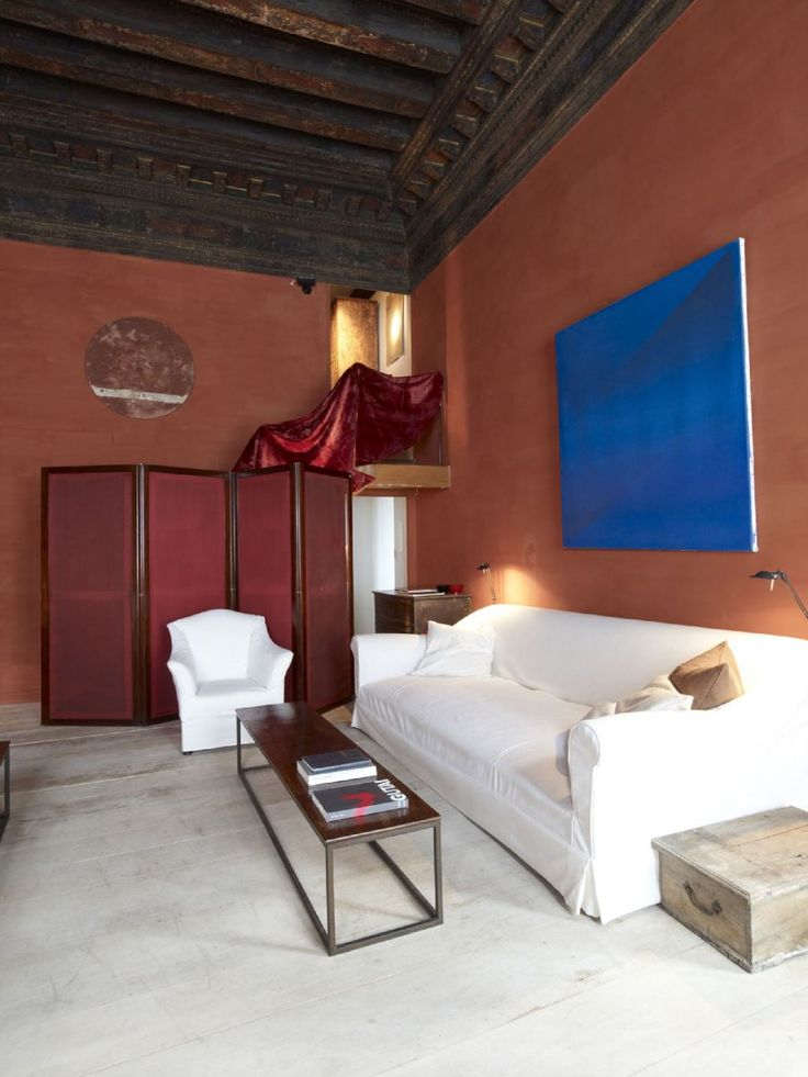 Axel vervoordt 39 s 15th century palazzo venice very for Chaise 5 5 designers