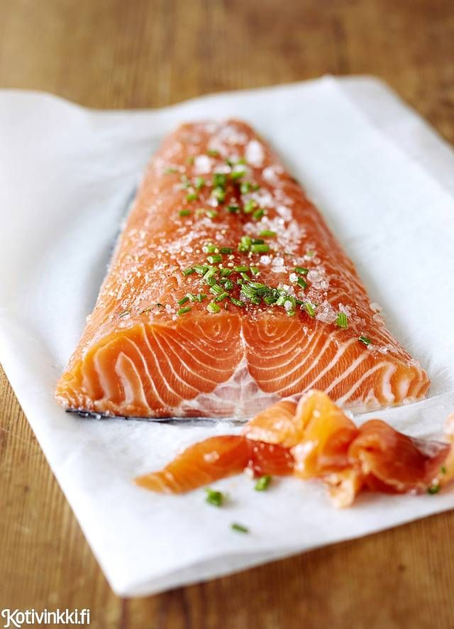Graavilohi on klassikko ja graavaaminen helppoa. Gravlax. . Kuva/pic Riikka Kantinkoski #christmasdinner #christmasfood #christmasmenu #christmasrecipes #gravlax #salmon