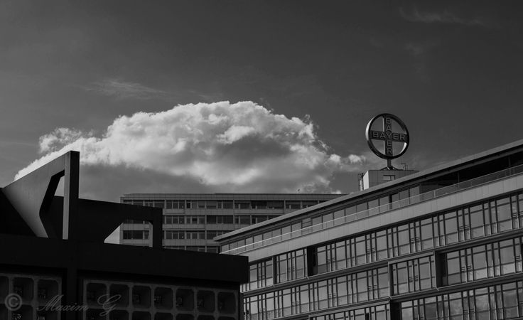 #Berlijn #berlin #zwartwit #b&w #bayer #germany #maximg_photography #clouds #architecture #pharmaceutical