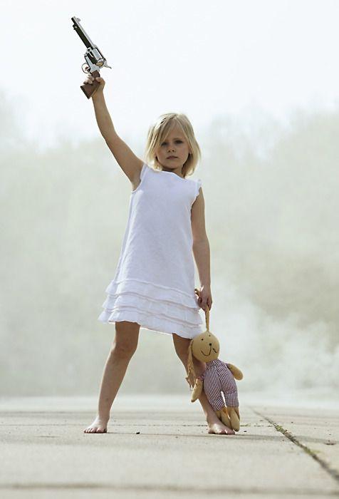 child abuse un niño y un arma es algo que nunca debería estar en la misma foto