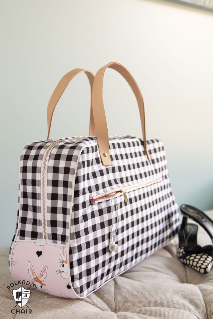 Retro Travel Bag Sewing Pattern by Melissa Mortenson; makes a cute weekend bag and can be made with leather straps or sewn purse handles. Would be a cute DIY summer travel bag.