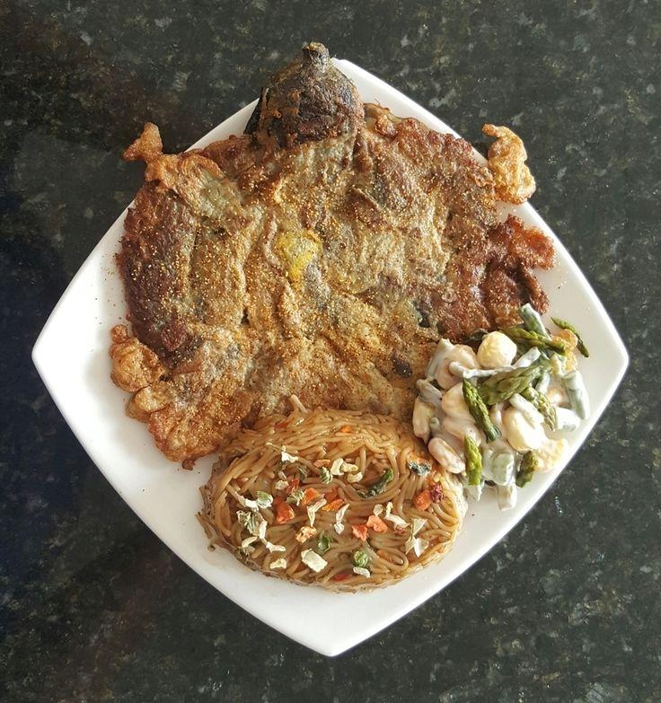 Desde Filipinas un plato delicioso a base de berenjena el Tortang Talong acompañado con fideos con soya! Expectacular! #phillippines #tortang #eggplant #recipe #sigueme #followme